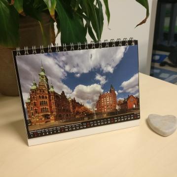6. Bild: Bald ist das Jahr zu Ende und dann werde ich nicht mehr an jedem Monatsanfang an meine liebe Kollegin aus Hamburg über den von ihr geschenkten Kalender erinnert. Fange schon an das Umdrehen der Monate hinauszuzögern, vielleicht kann man Zeit ja doch dehnen ;)